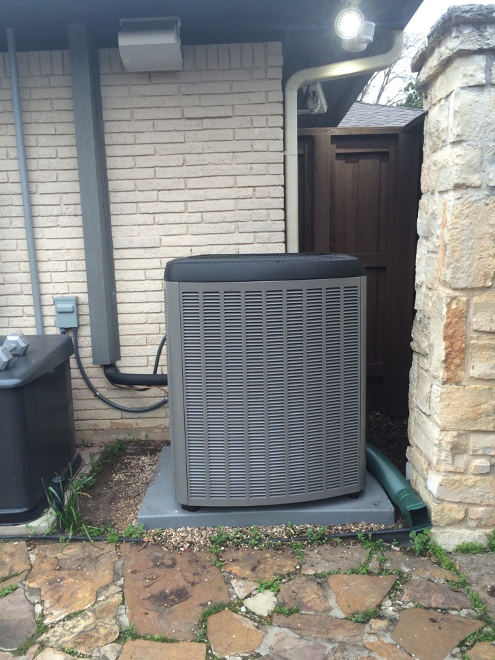 Dallas, TX - Installing a new 21 seer gas heat comfort system. This new system will make a huge difference in the way their home feels this summer! They can't wait to see the difference in the energy saving over the last dinosaur that ran for they last 20 years!