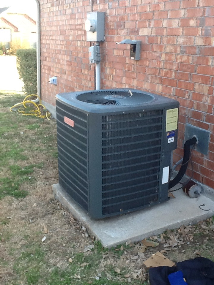 Dallas, TX - Inspect Goodman heat pump system