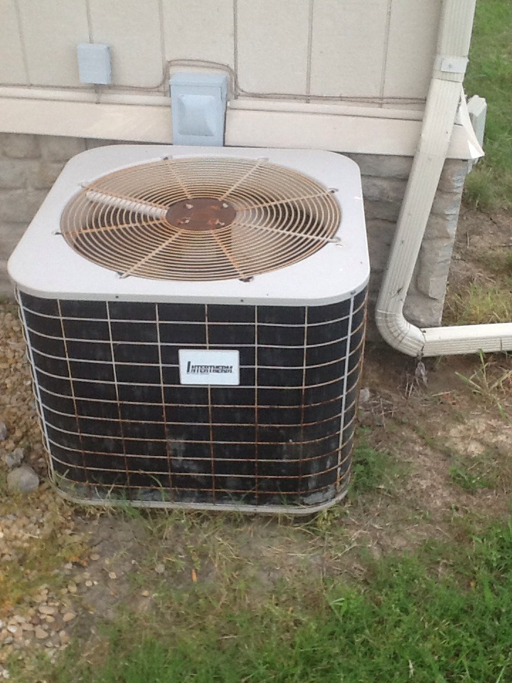 Trinidad, TX - check cooling on Payne AC system Replace secondary motor control Start up and check system
