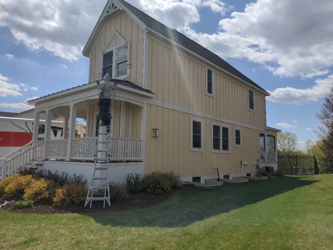 Sauk Rapids, MN - Putting the finishing touches on this beautiful house..