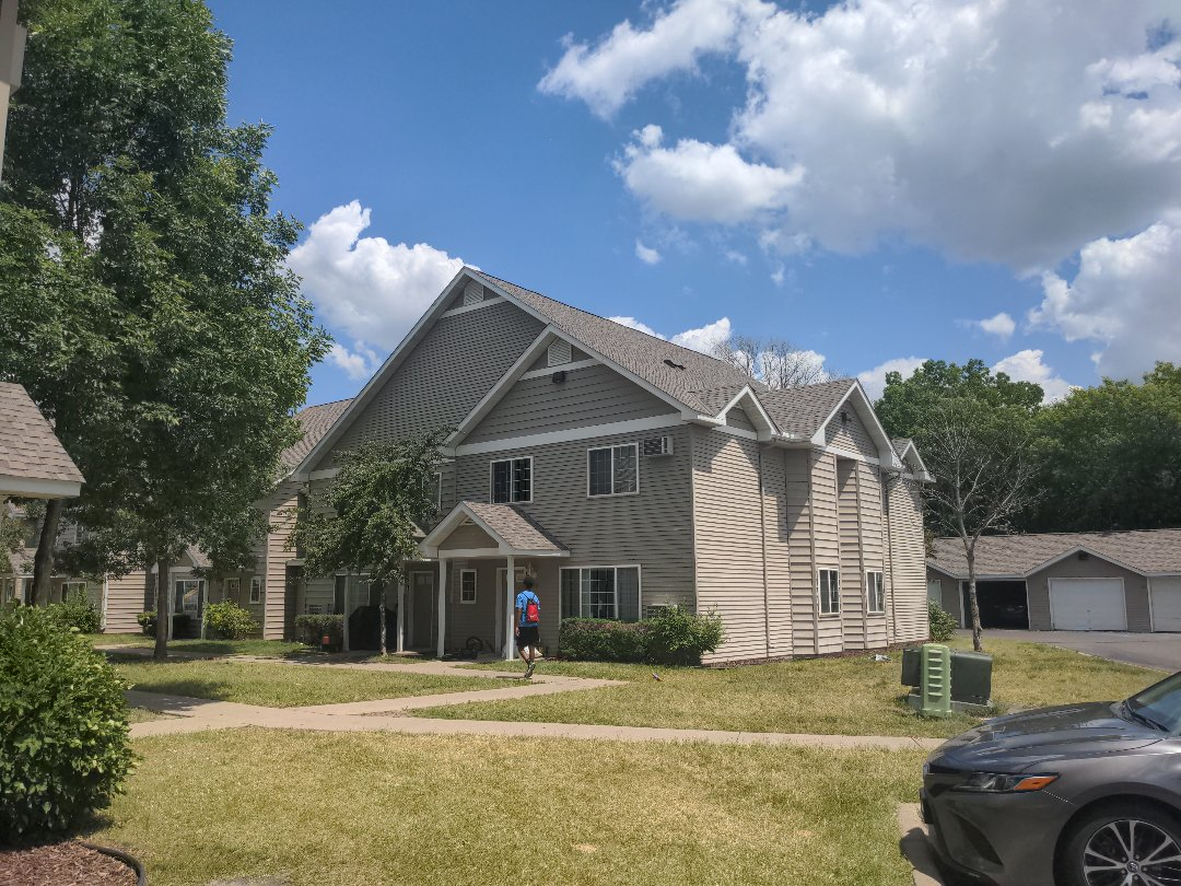 Mankato, MN - The apt complex has a brand new roof! Almost 600 square of shingles and completed on schedule! Great job Oberg Roofing!