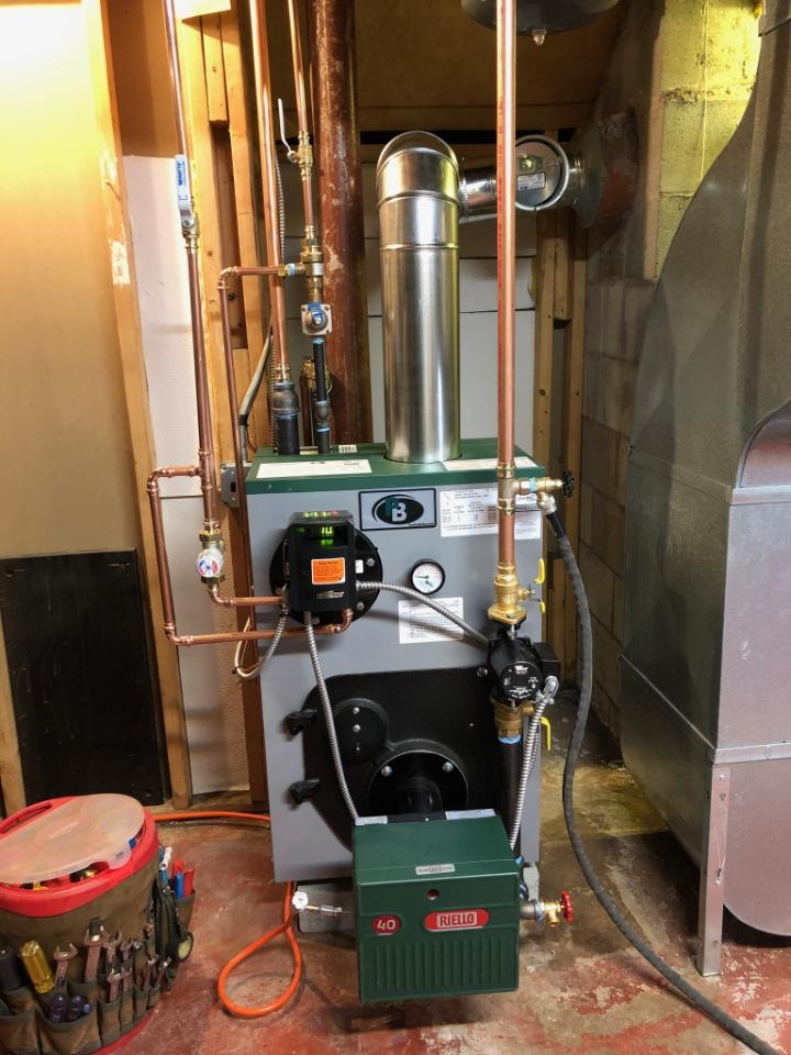 Clinton, CT - New Peerless boiler with Riello burner.