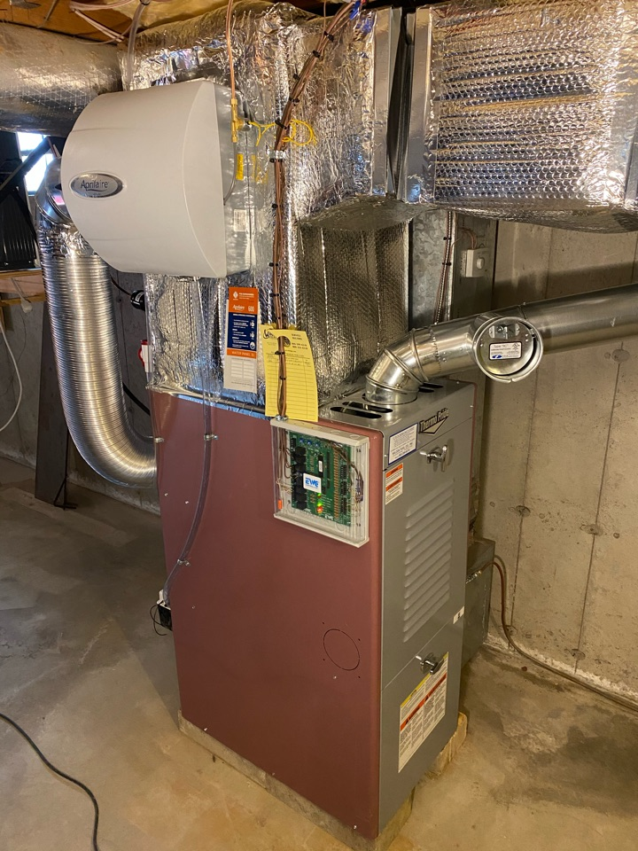 East Lyme, CT - New warm air furnace with all the trimmings