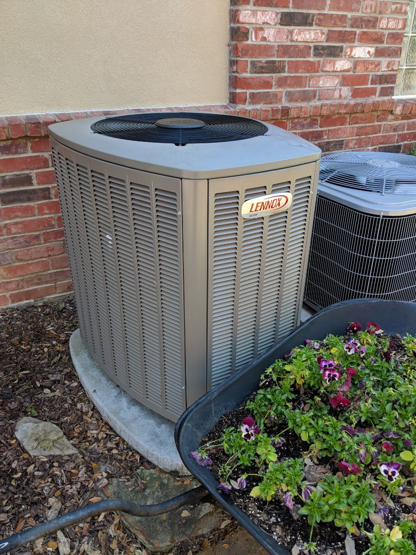 DeSoto, TX - Air conditioning service. Performed ac diagnostic checkup and repair on a Lennox cooling system.