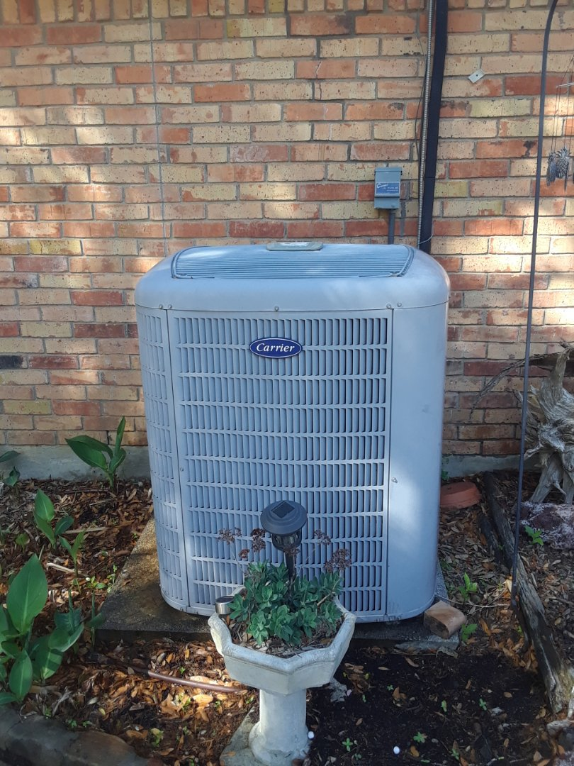 Arlington, TX - Cooling tune up performed, changes filter and cleaned condenser