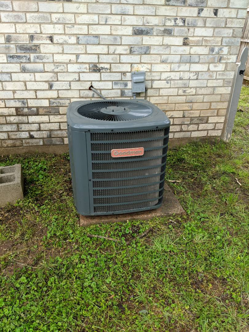 Cedar Hill, TX - Ac system inspection.  Performed air conditioning maintenance checkup, repair, and spring tune-up on a Goodman system.