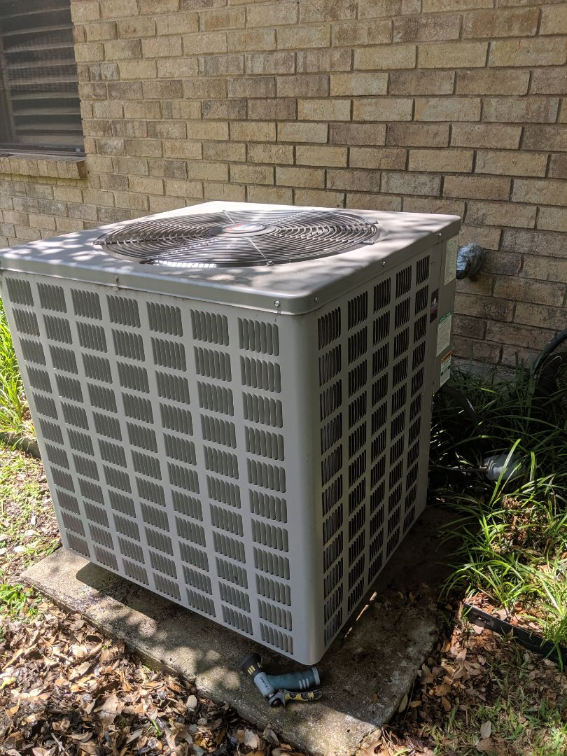 Duncanville, TX - Ac tune-up and spring maintenance.  Performed cooling inspection on air conditioning system.