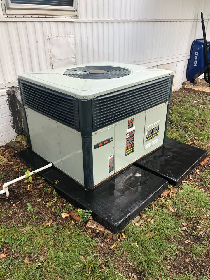 Dallas, TX - Air conditioning Maintenance and cleaning.