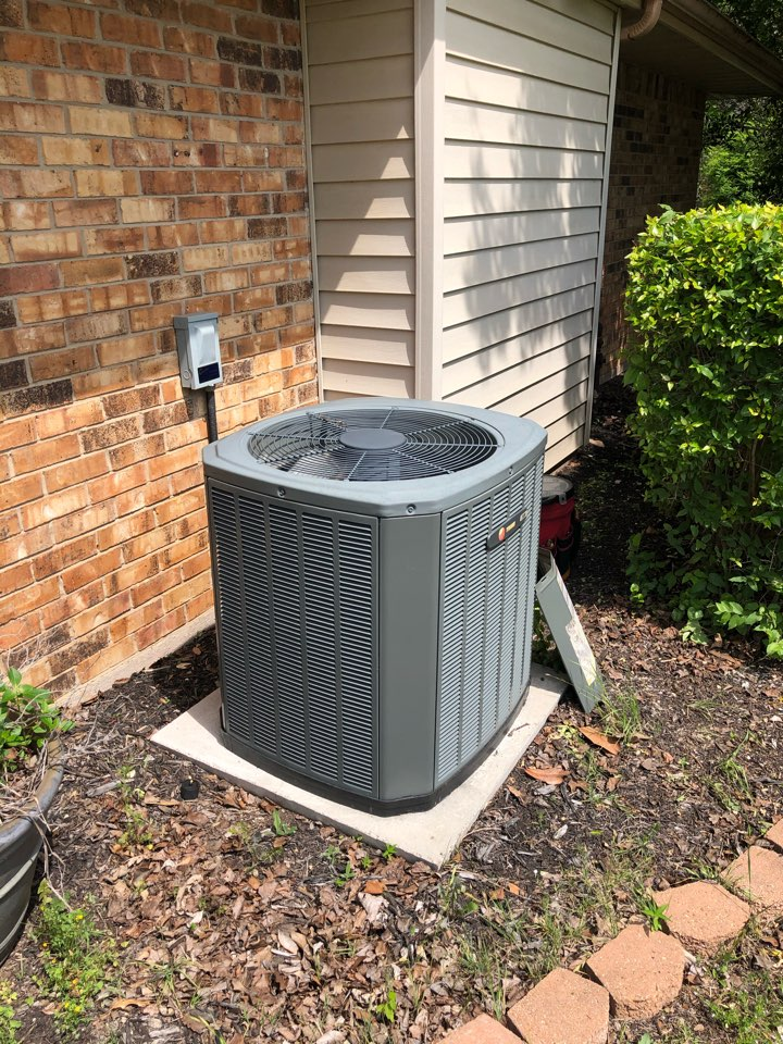 Waxahachie, TX - Air conditioning maintenance tuneup and cooling inspection of ac system.