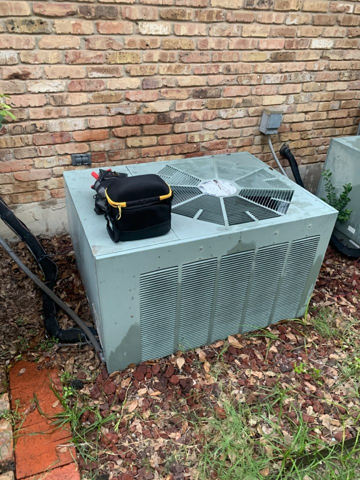 Midlothian, TX - AC service call on a Ruud air conditioner