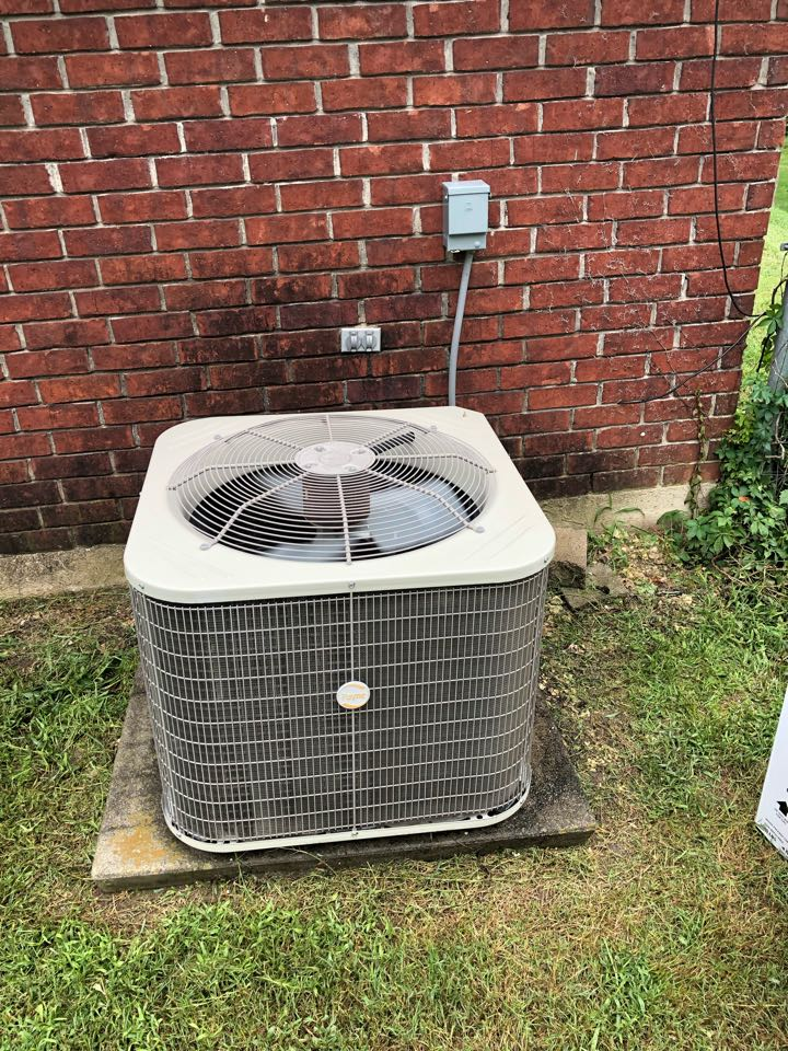 Midlothian, TX - Air conditioning diagnostic and repair service. Performed ac check up and maintenance on cooling system.