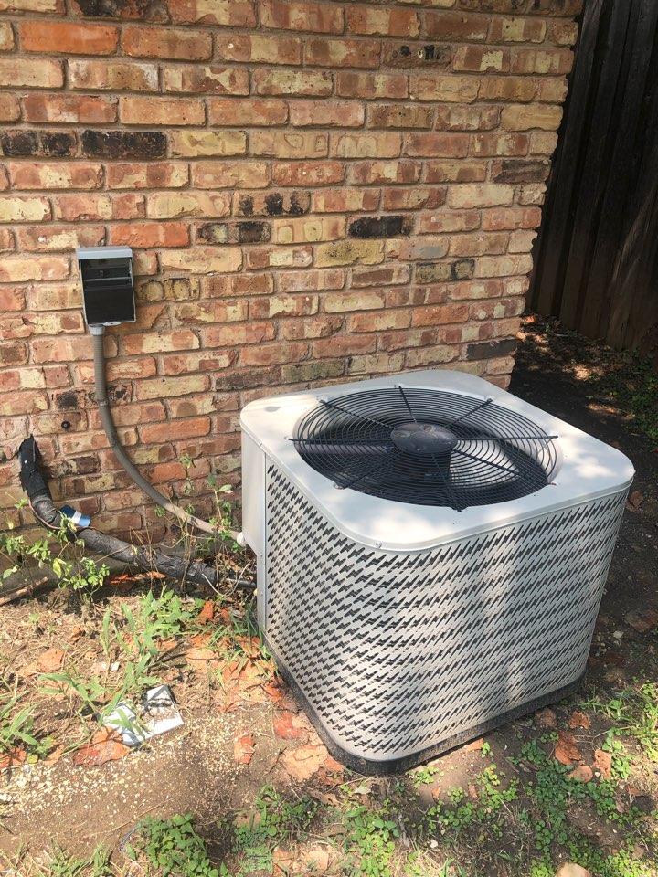 Dallas, TX - Air conditioning diagnostic and repair service.
