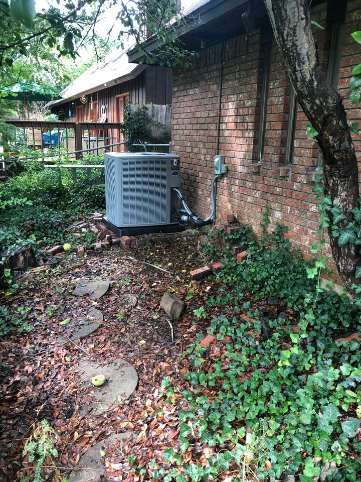 Duncanville, TX - Air conditioning and heating system replacement. Retrofit installation of high efficiency heat pump system.