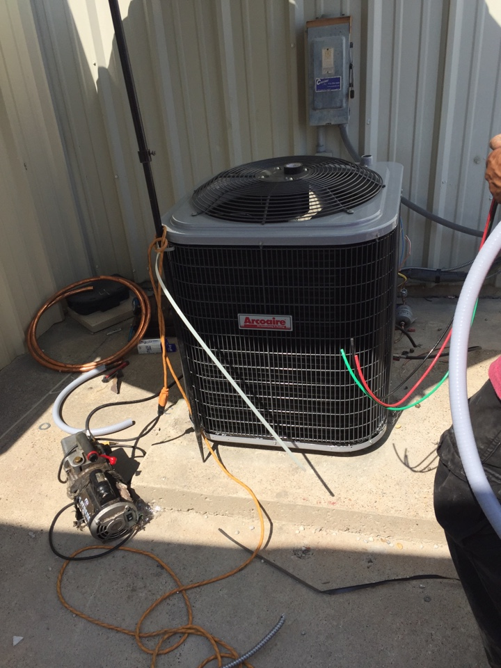 Lancaster, TX - Air conditioner service call repair, installing a new AC unit in Lancaster, Tx