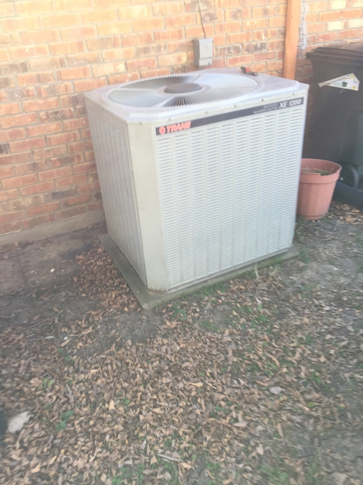 Waxahachie, TX - Heat Pump service call repair on Trane system in Waxahachie, TX