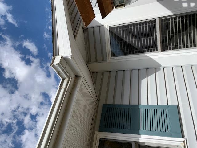 Elburn, IL - missing aluminum soffit     wind damage     storm damage  insurance claim     fascia repair      soffit repair