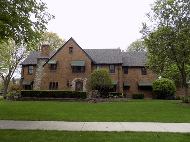 Aurora, IL - Complete roof replacement on this historical home in Aurora, Il