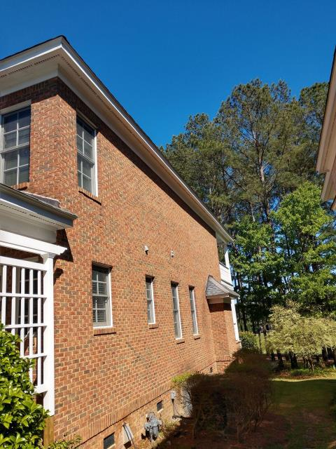 Blythewood, SC - Gutter repair and fascia repair on a home in columbia south carolina. Replace gutters and downspouts.