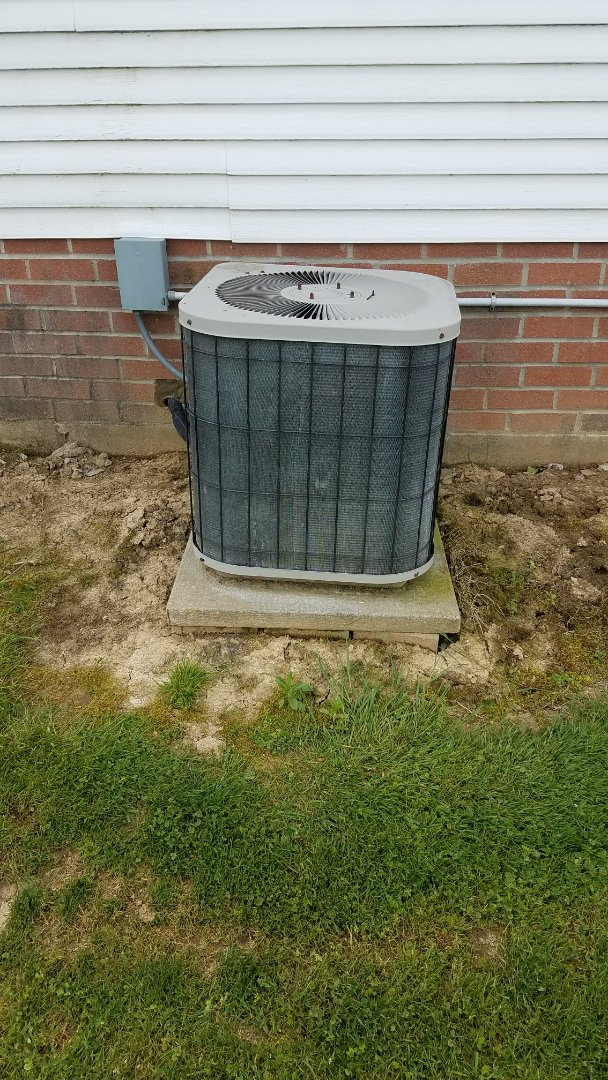 Working on a Goodman manufacturing air conditioning unit in East canton Ohio 44730