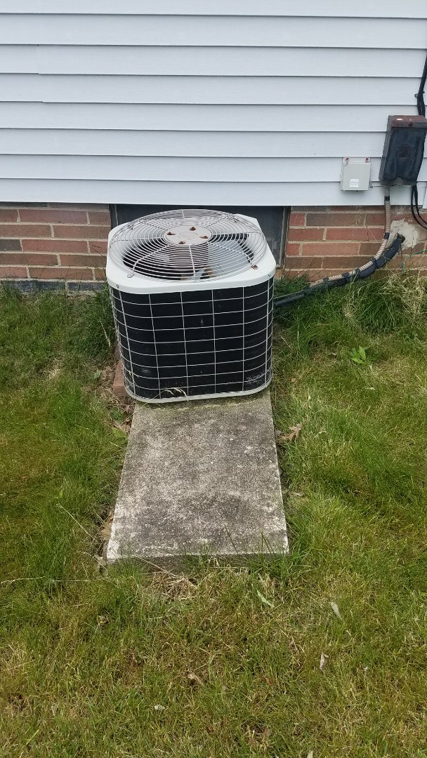 Working on an air conditioner in Bedford ohio 44146. No cooling repai