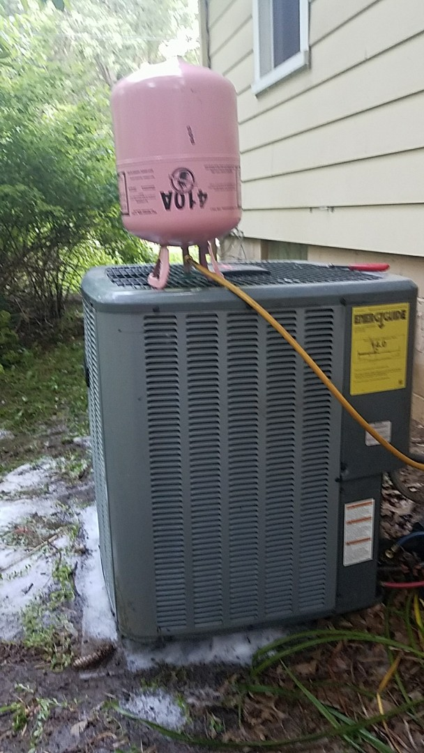 Working on a 14 seer Amana air conditioner unit not cooling