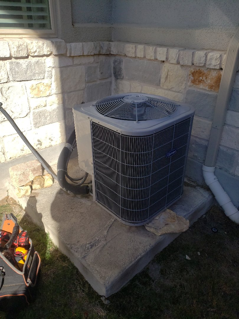 Buda, TX - Ac repair on a carrier heatpump condenser where the fan wasn't working