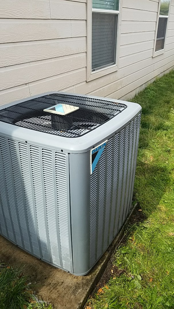 New Braunfels, TX - AC maintenance on a Daikin system