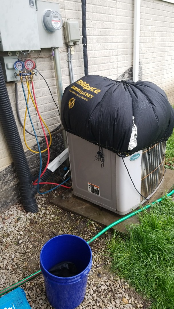 Madrid, IA - Troubleshooting a 26 year-old Carrier A/C in residential Madrid.