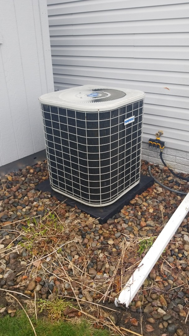 Ankeny, IA - Servicing a 1997 Tempstar A/C in residential Ankeny.