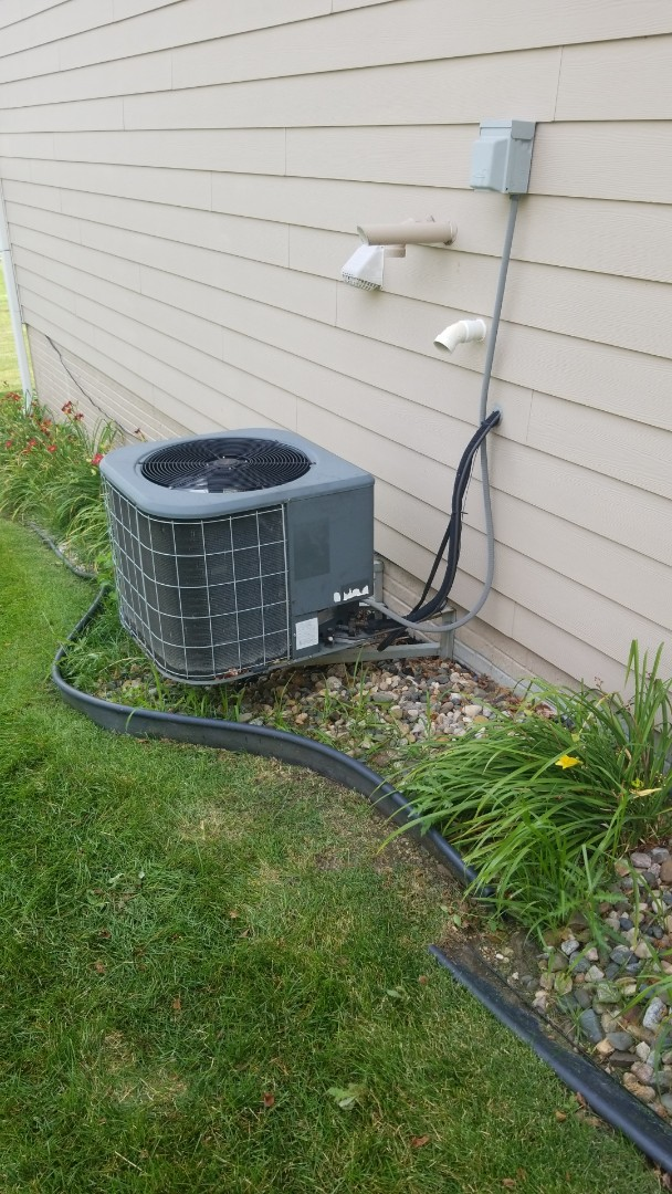Ankeny, IA - Performing planned maintenance and diagnosing a failing condenser fan motor on a 2006 Amana A/C in residential Ankeny.