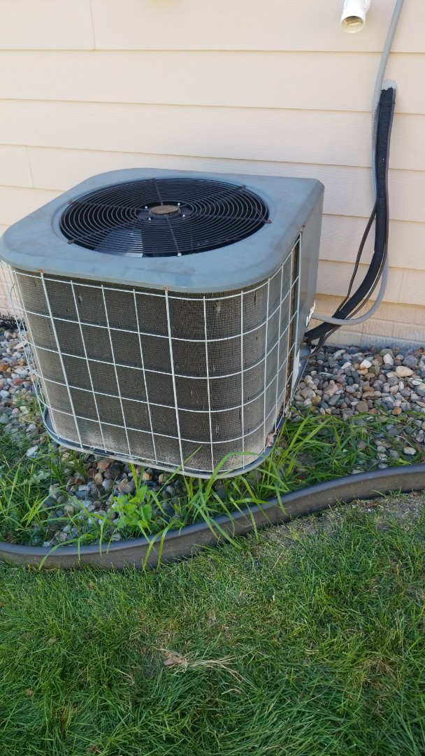 Ankeny, IA - Replacing condenser fan motor on a 2006 Amana A/C in residential Ankeny.