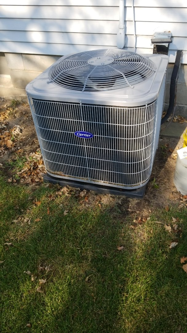 Maxwell, IA - Servicing a 2018 Carrier A/C in residential Maxwell.