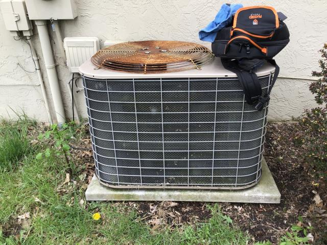 Worthington, OH - Performing our Five Star Tune-Up & Safety Check on a 2009 York AC unit. All readings were within manufacturer's specifications. Unit is operating properly at this time.