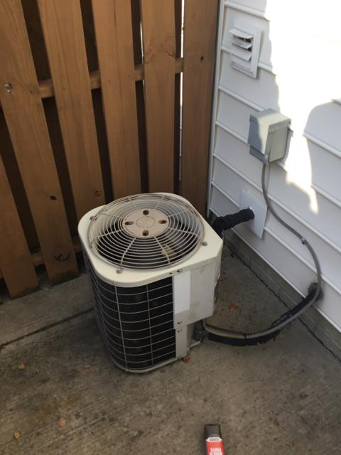 New Albany, OH - I Replaced the Compressor-Motor Surge Capacitor on this 2003 Bryant