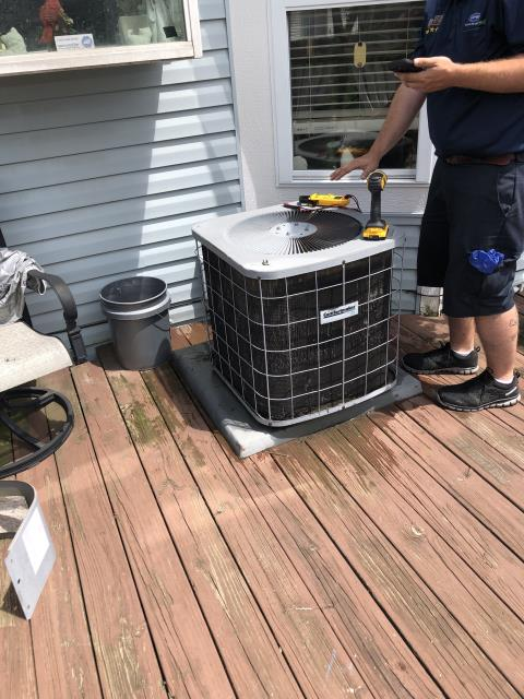 Whitehall, OH - Performing our Five Star Tune-Up & Safety Check on a  2000 Comfortmaker . All readings were within manufacturer's specifications, unit operating properly at this time.