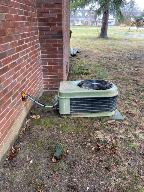 Columbus, OH - I completed a diagnostic service call on an A/C unit. I found no refrigerant in the system, the thermostat is bad. Customer would like an estimate on new A/C install. Current system is from late 70s to early 80s.