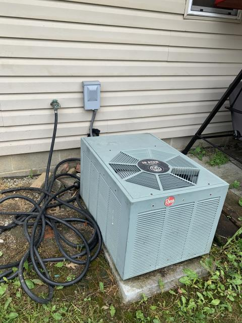 Columbus, OH - I assisted on FULL Installation of Carrier 80% 70,000 BTU Gas Furnace, Carrier 13 SEER 2.5 Ton Air Conditioner and Removal of previous equipment ( Rheem Air Conditioner & Rheem Gas Furnace)