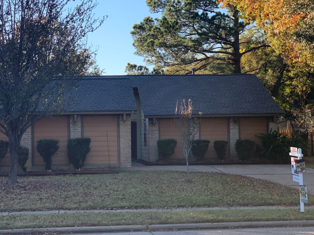 Atascocita, TX - This Humble homeowner has put their house on the market and needed to ensure the roof was in proper working order! We inspected and recommended a full roof replacement for this lovely home!