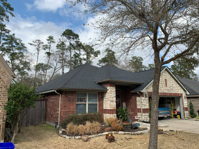 Humble, TX - Our team helped this lovely family chose the roofing materials that fit their home the best! Looks great!