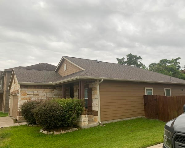 Crosby, TX - Beautiful roof replacement for this Crosby family! The color of this Malarkey roof goes so beautifully with the home!