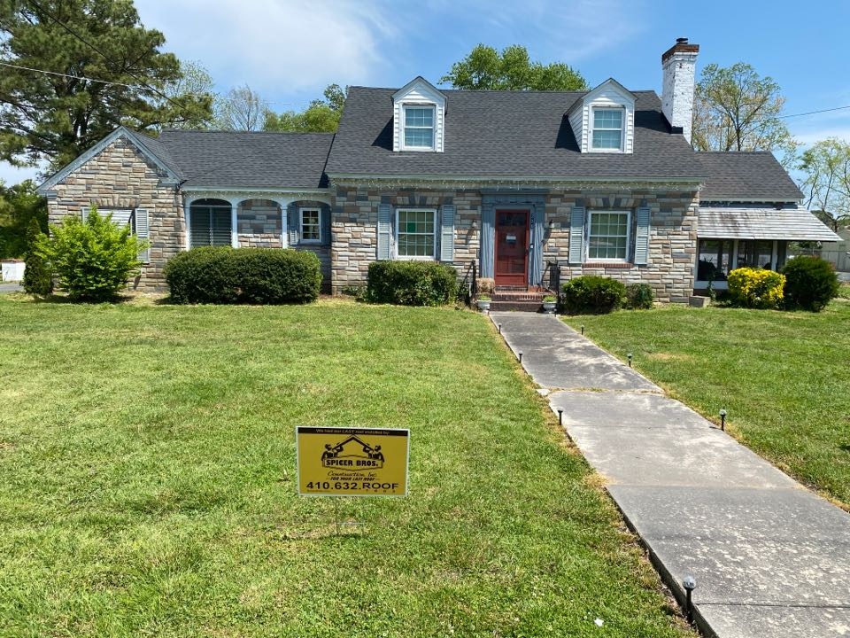 Crisfield, MD - Spicer Bro's Construction roofing job. Single layer shingle removal. Installed new GAF Timberline HD Charcoal shingles. Home is located in Crisfield MD.