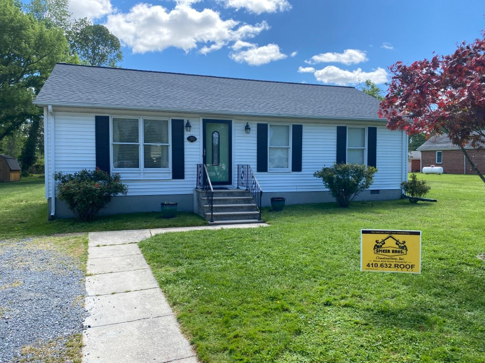 Easton, MD - Spicer Bro's Construction roofing job. Single layer shingle removal. Installed new GAF Timberline HD Pewter Gray shingles. Home is located in Easton MD.