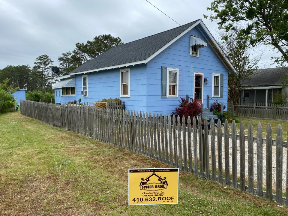 Chincoteague, VA - Spicer Bro's Construction roofing job. 2 layer shingle removal. Installed new GAF Timberline HD shingles Charcoal. Home is located in Chincoteague VA.