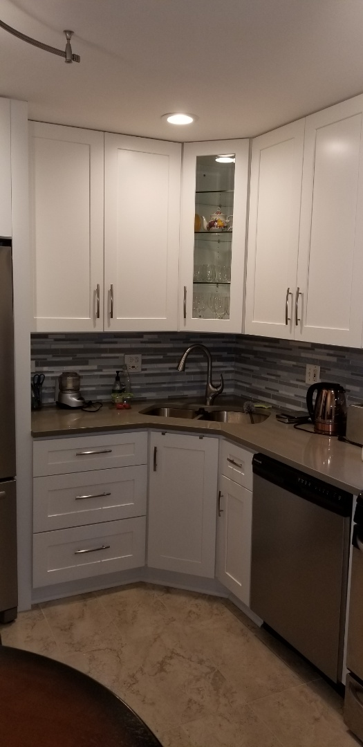 Schaumburg, IL - Schaumburg kitchen remodel with new white shaker cabinets, quartz countertops and mosaic glass backsplash all done in 2 weeks!