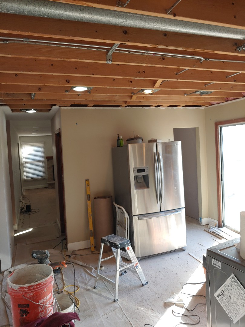 Vernon Hills, IL - Kitchen and laundry room remodel and new floors!