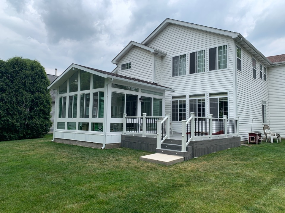 Buffalo Grove, IL - Just completed!! Beautiful new sunroom with composite deck in Buffalo Grove.