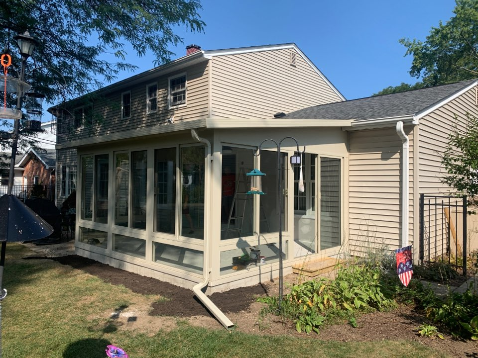 Downers Grove, IL - Just completed!!! A brand new sunroom in Downers Grove all set for enjoyment.
