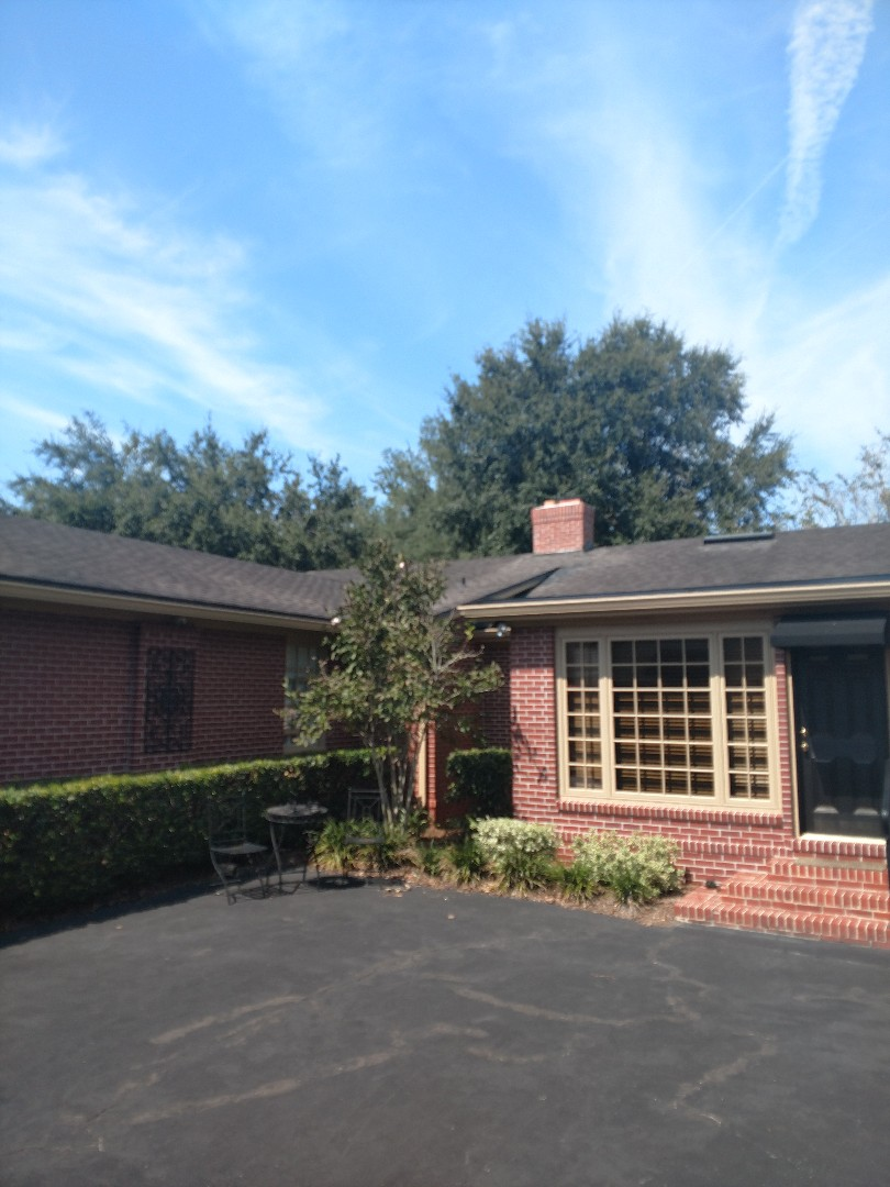 Jacksonville, FL - Replacing existing roof system with GAF timberline golden pledge system