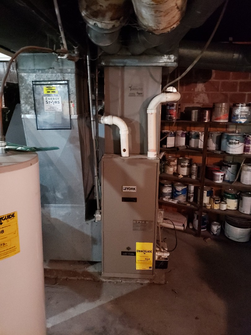 Granite City, IL - Replacing a older 90% york furnace with a upgraded 95% york high efficiency gas furnace