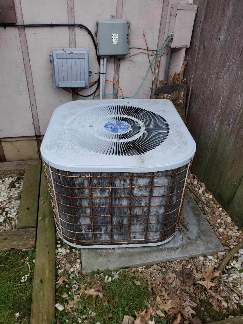 Giving a free estimate for a new YORK high efficiency furnace and air conditioning system in Belleville, IL.